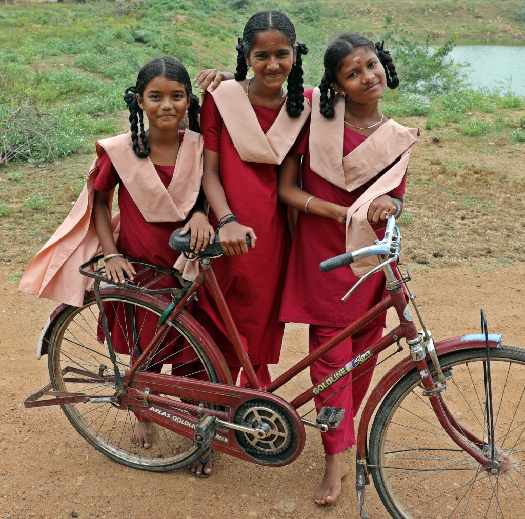 School girls, Kadiapatti, Chettinadu