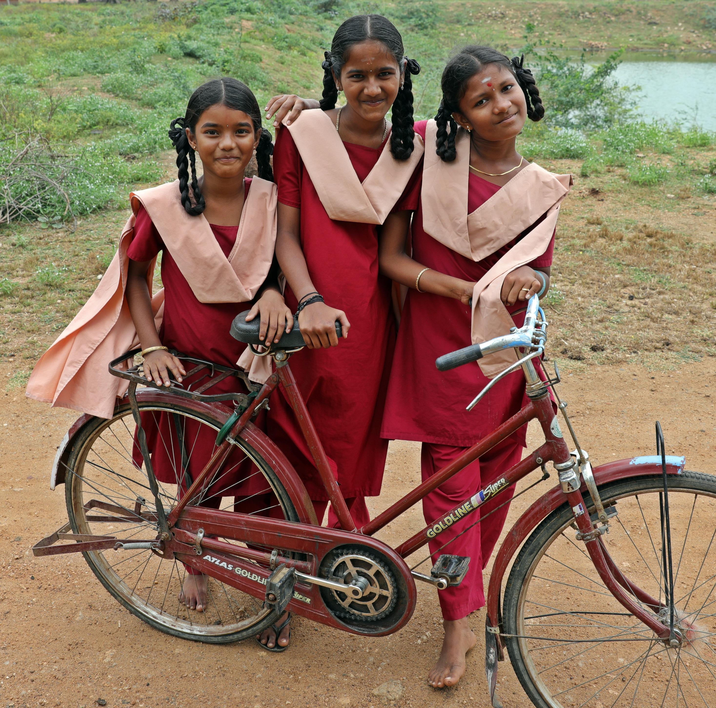School girls, Kadiapatti, Chettinadu
