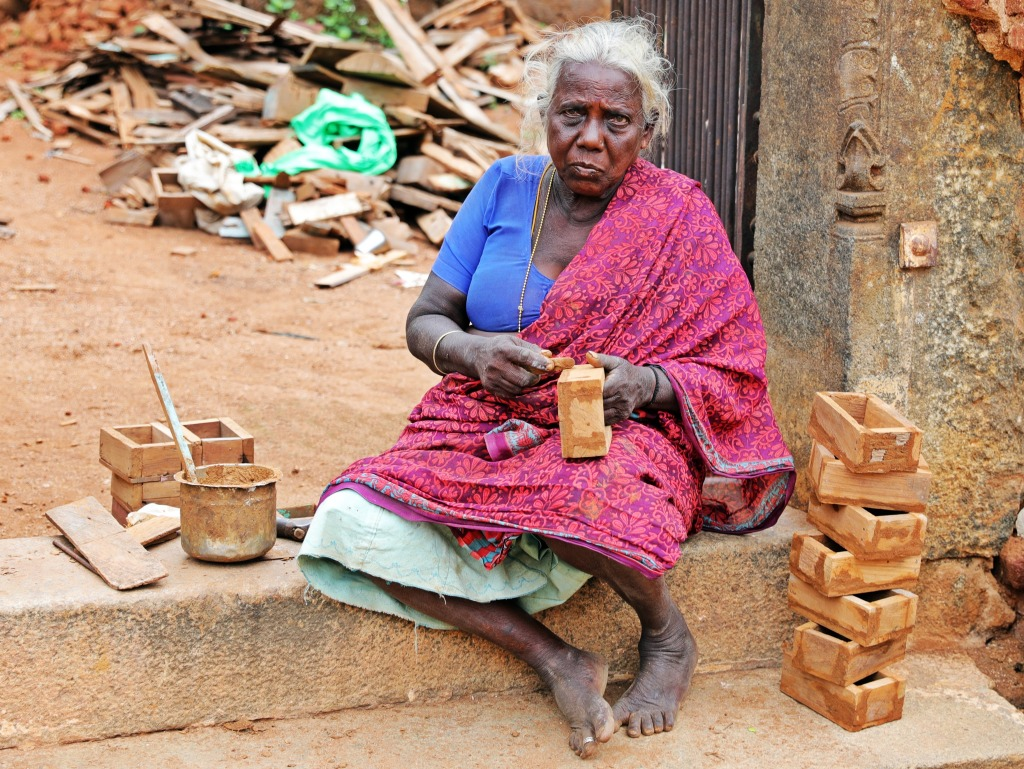 Local lady making boxes, Kadiapatti, Chettinadu