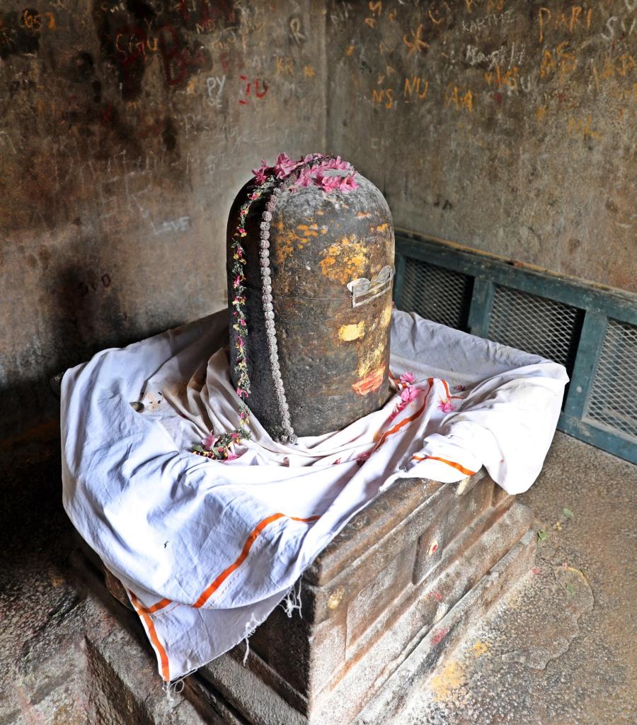 Shiva Lingam, Tirumayam Fort, Chettinadu