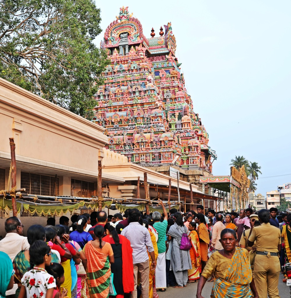 Line up to enter Sri Ranganathaswamy Temple, Trichy