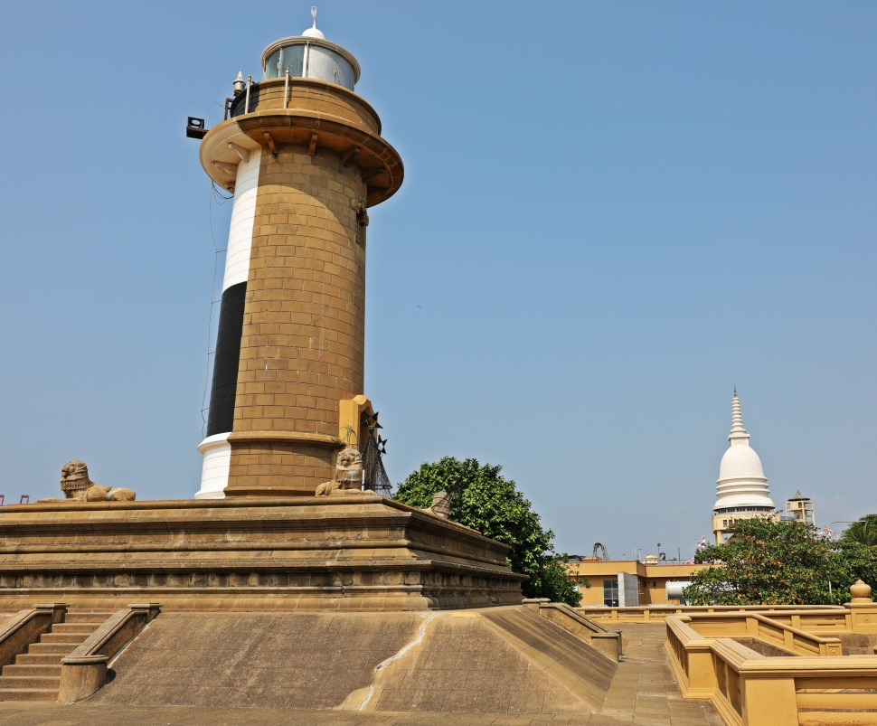 Old Galle Buck Lighthouse and stupa, Colombo