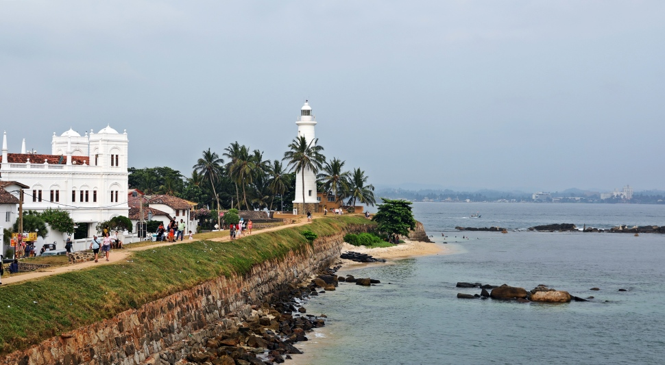 Lighthouse along fort wall, Galle