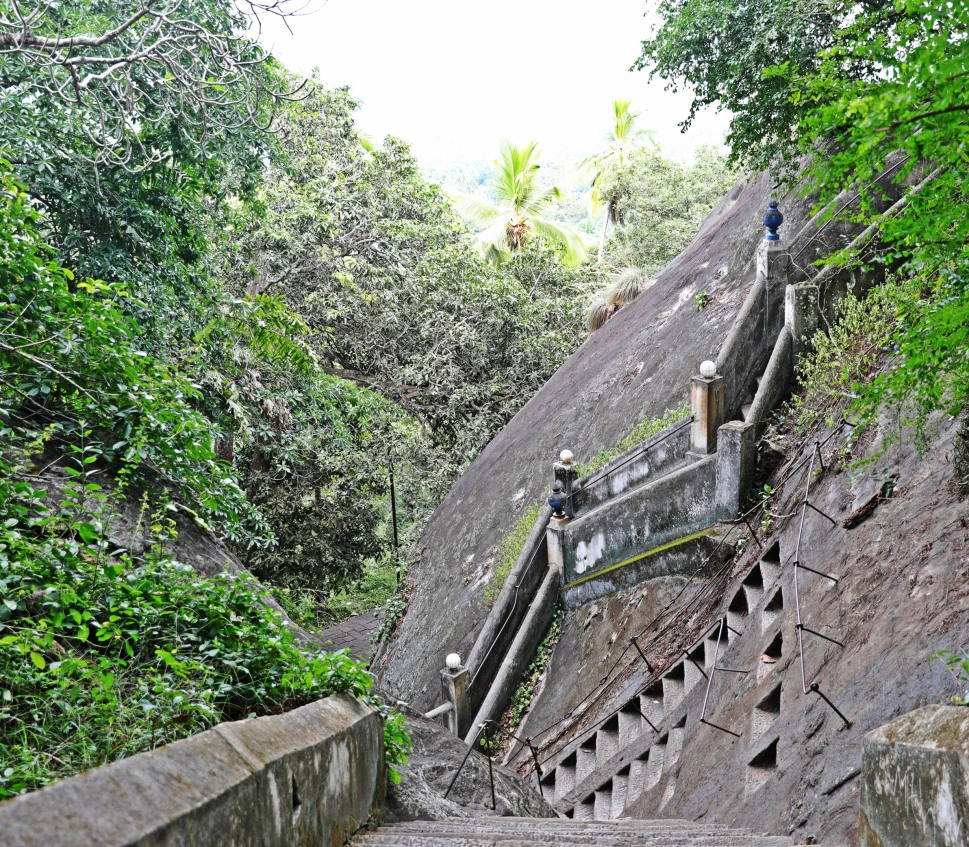 Scary steps down from Mulkirigala Raja Maha Vihara Temple