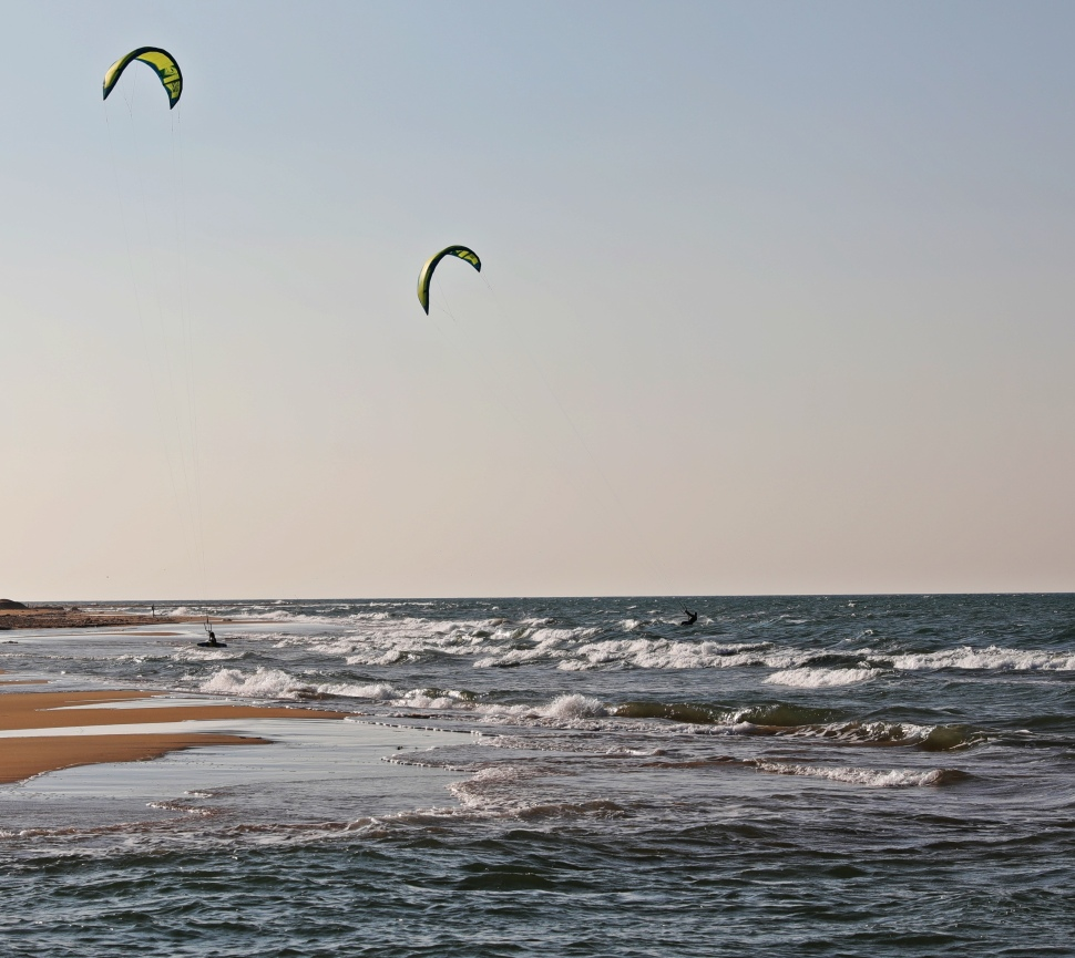 Kite surfers, Kalpitiya Beach