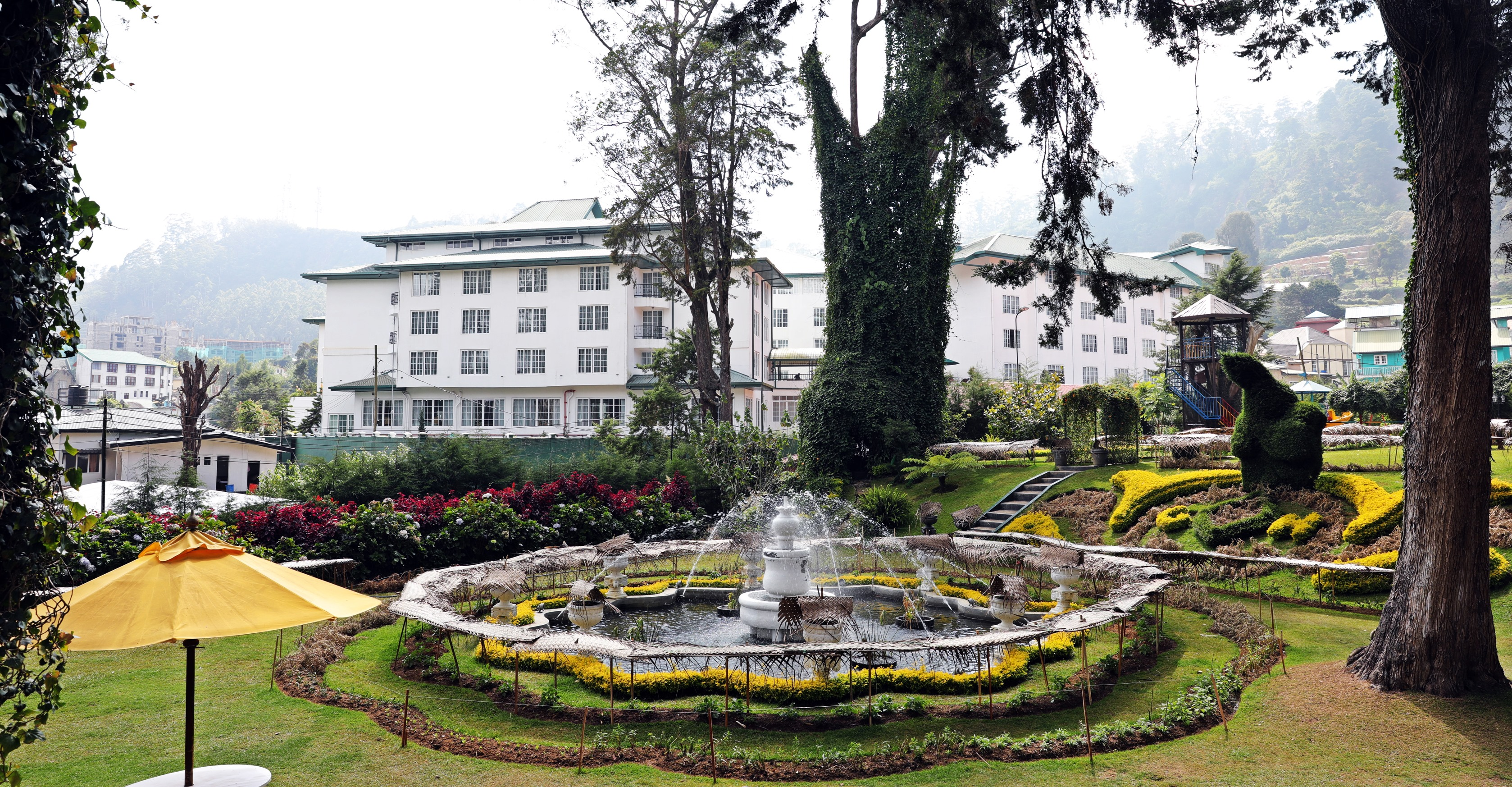 Garden, Grand Hotel, Nuwara Eliya
