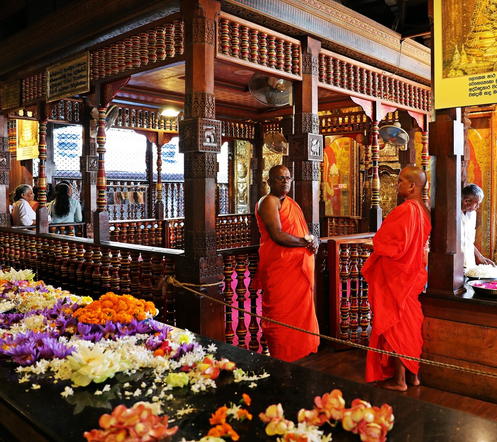 Monks, Temple of the Sacred Tooth Relic