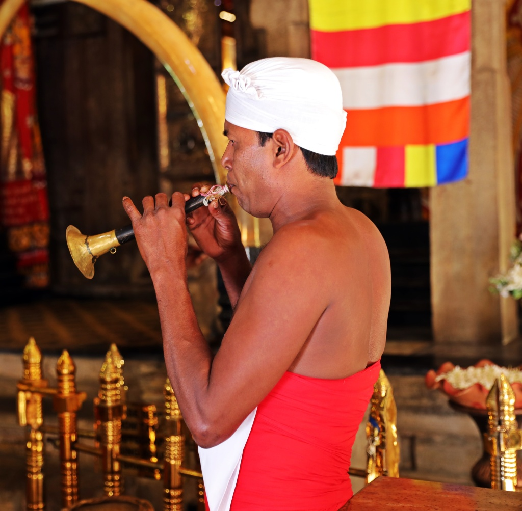 Puja, Temple of the Sacred Tooth Relic
