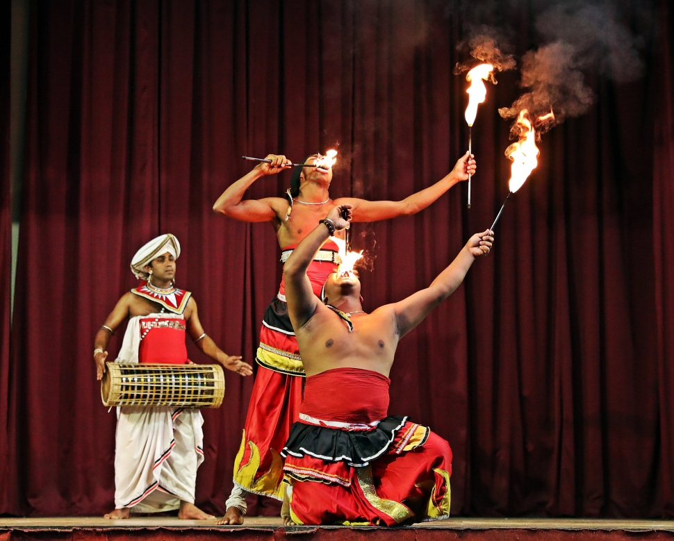 Fire-eaters, Kandy