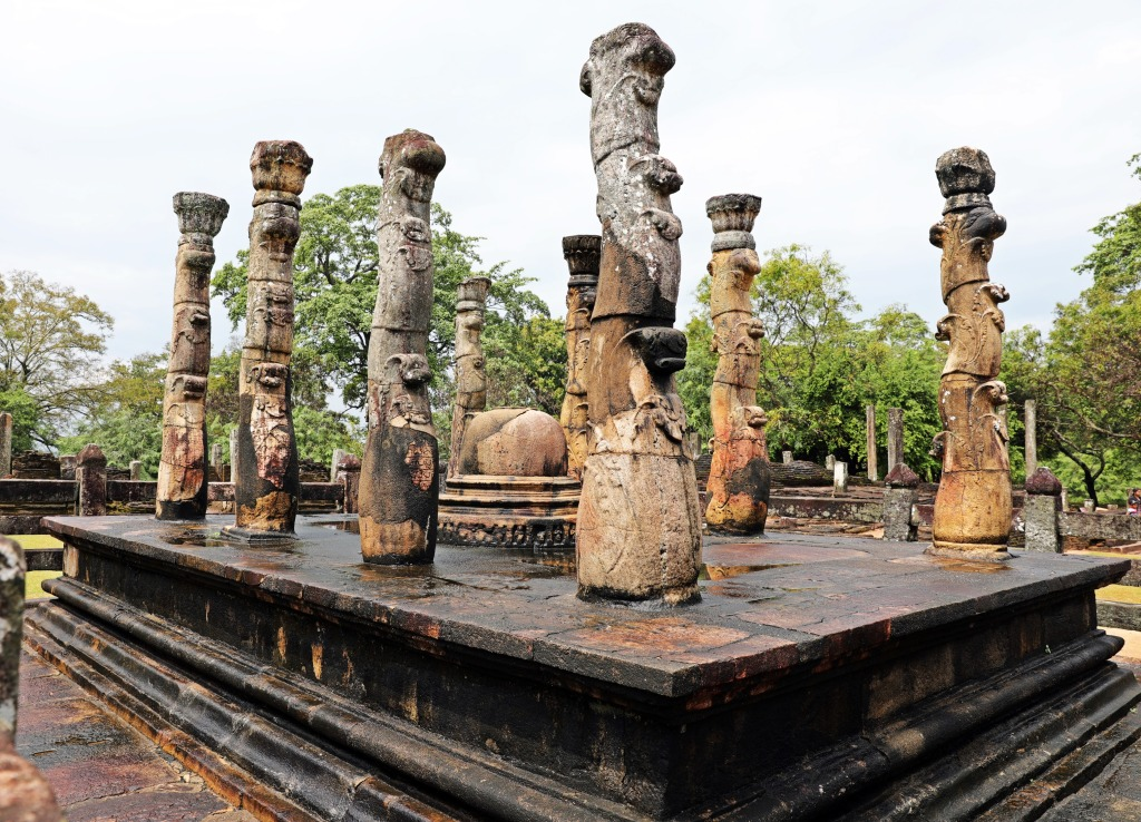 Lotus stalk pillars, Latha-Mandapaya