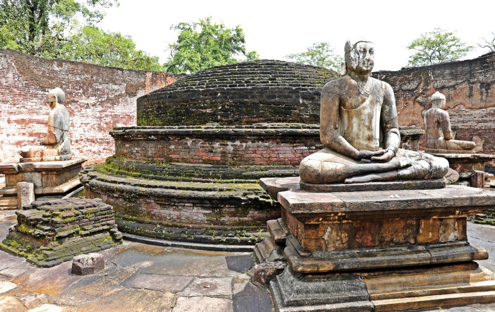 Buddhas and dagoba inside Vatadage, Polonnaruwa