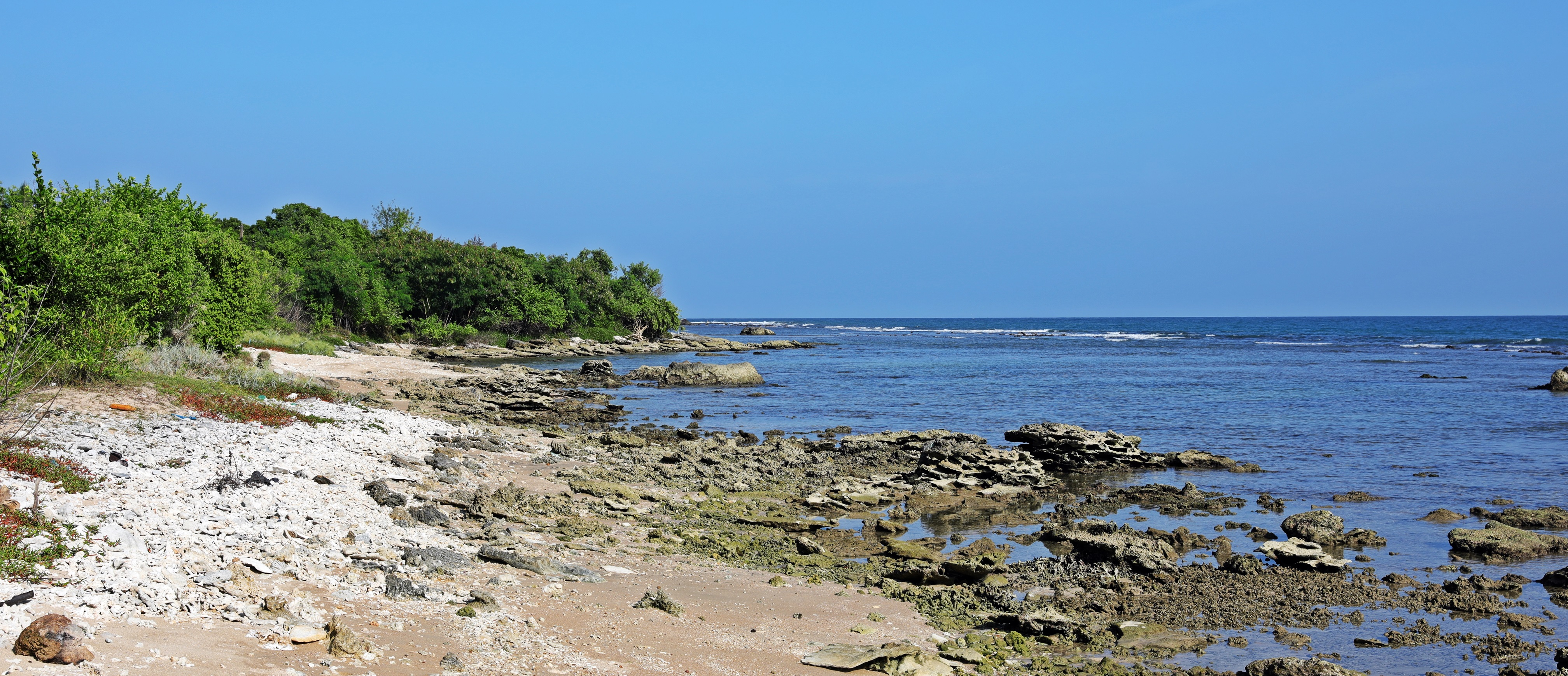 Rocky point between Kalkudah and Pasikudah beaches