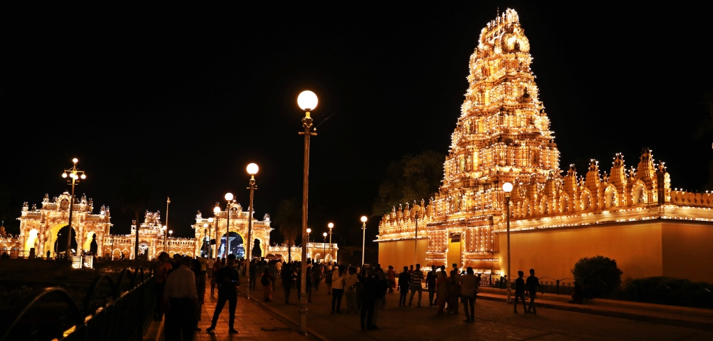 Temple and North Gate, Mysore Palace