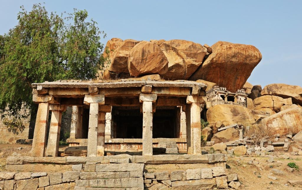 Hampi ruin and giant boulders, Hampi