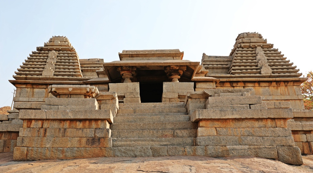 Interesting roofs on the ruins in Hampi