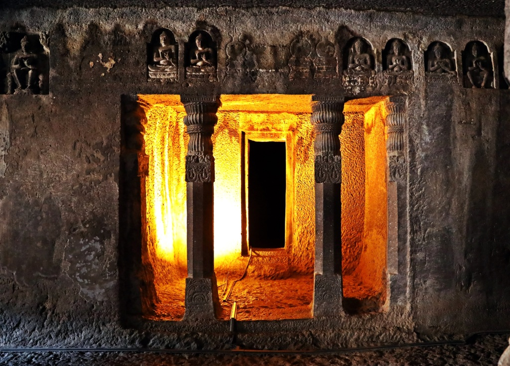 Monk's cell, Ajanta