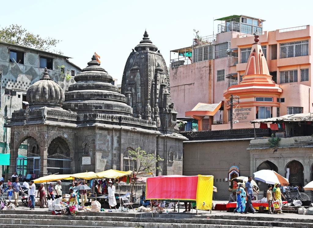 Market and temples, Godavari River Ghats, Nashik