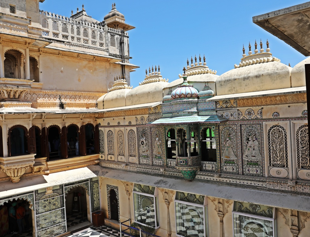 Balcony overlooking a courtyard, City Palace