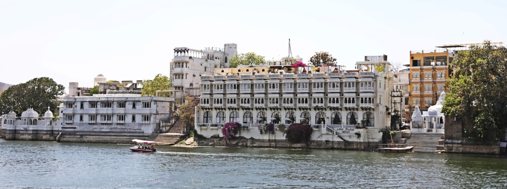 Old Havelis on Lake Pichola