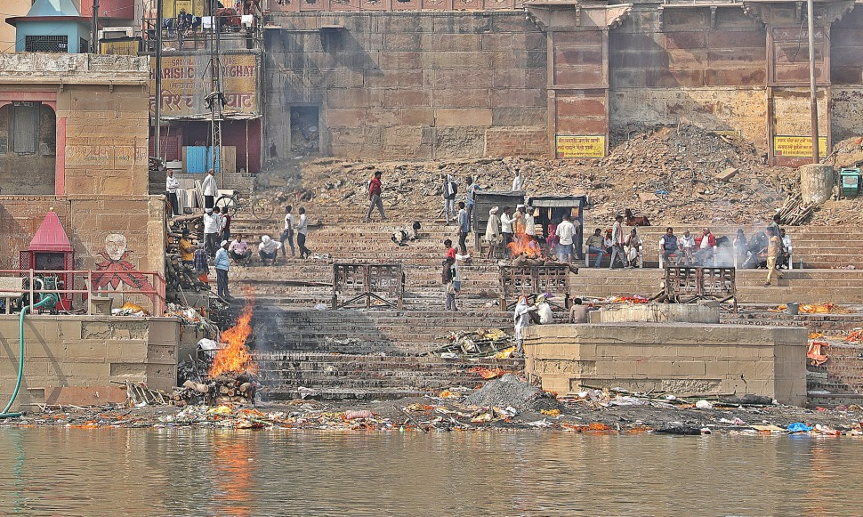 Cremation pollution in the Ganges