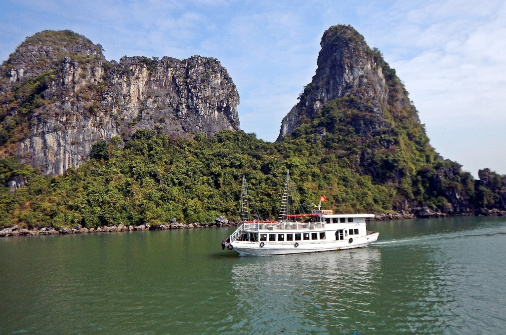 Cruise boat, Halong Bay, Vietnam