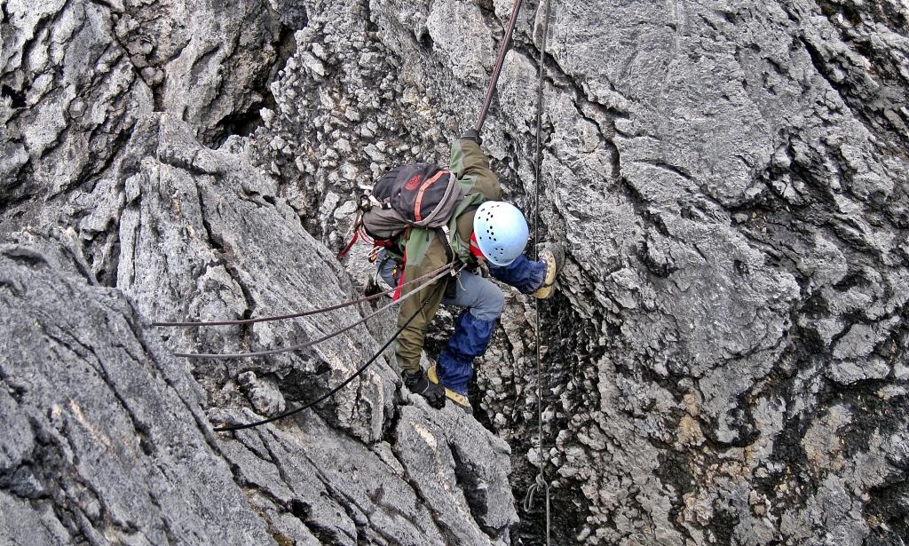 Down-climbing, Carstensz Pyramid's ridge