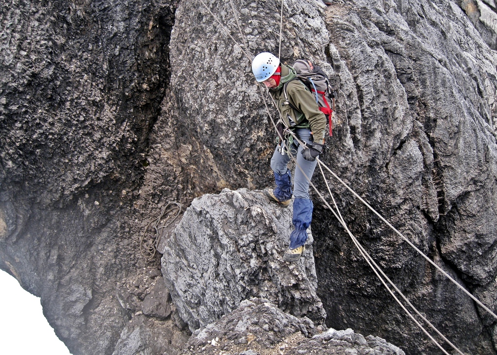 Navigating a gap on Carstensz Pyramid's ridge