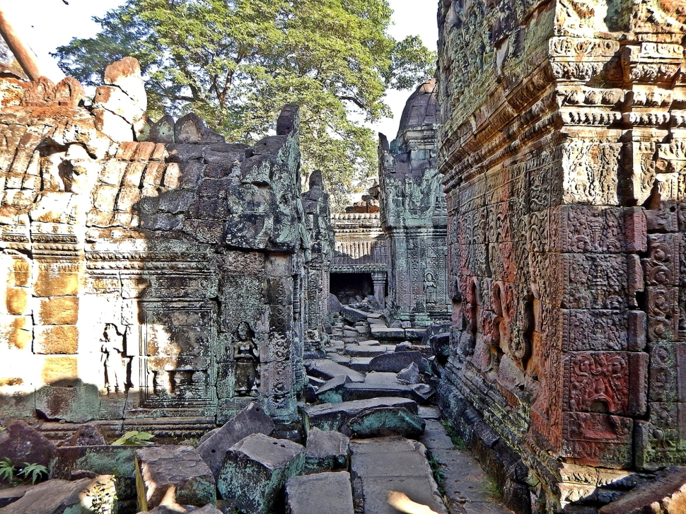 Fallen stones, Preah Khan