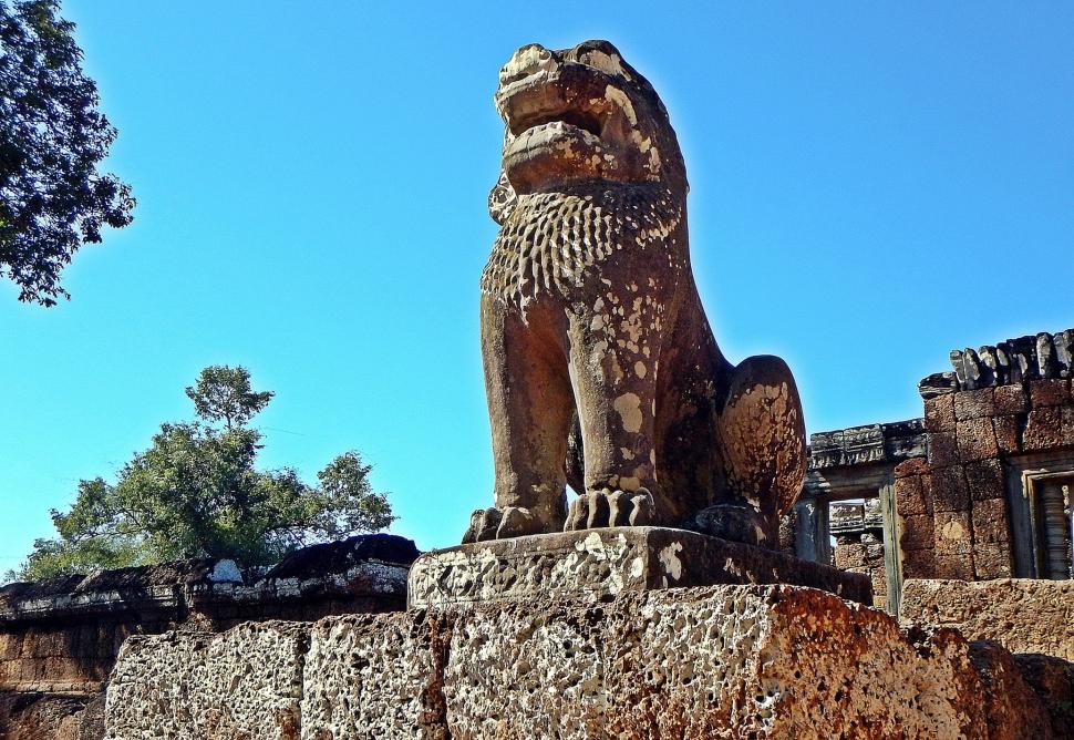 Lion statue, Bakong Wat