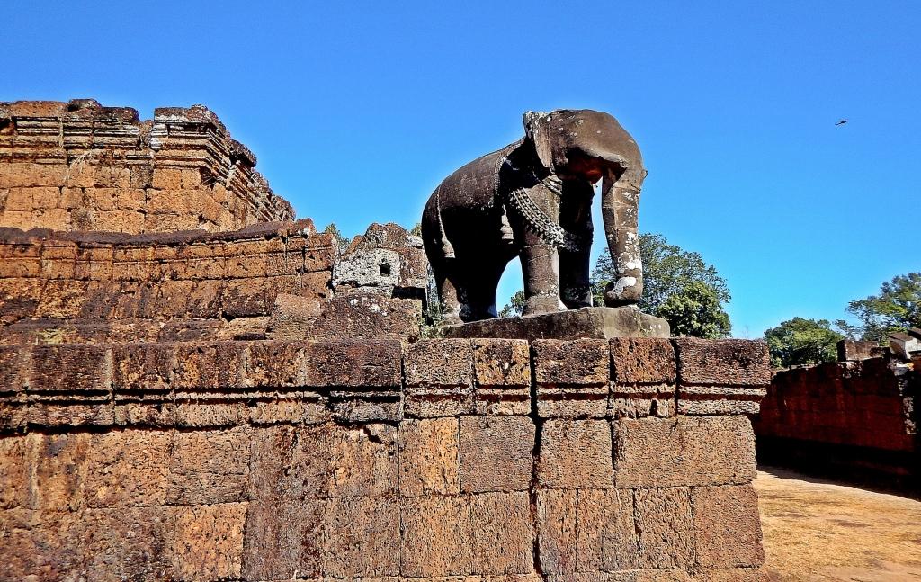 Elephant statue, Bakong Wat