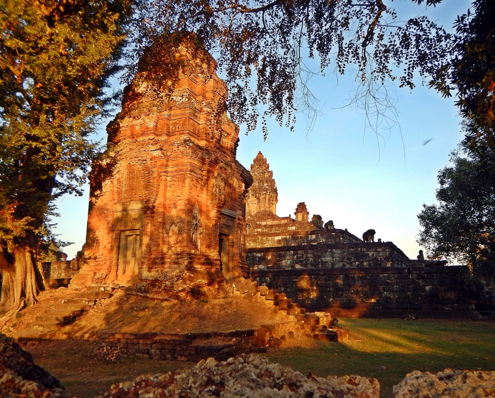 Sunset glowing on Pre Rup Temple
