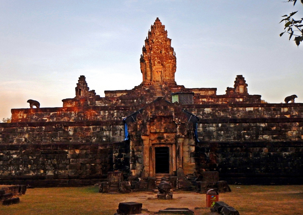Sunset glowing on Pre Rup, Angkor