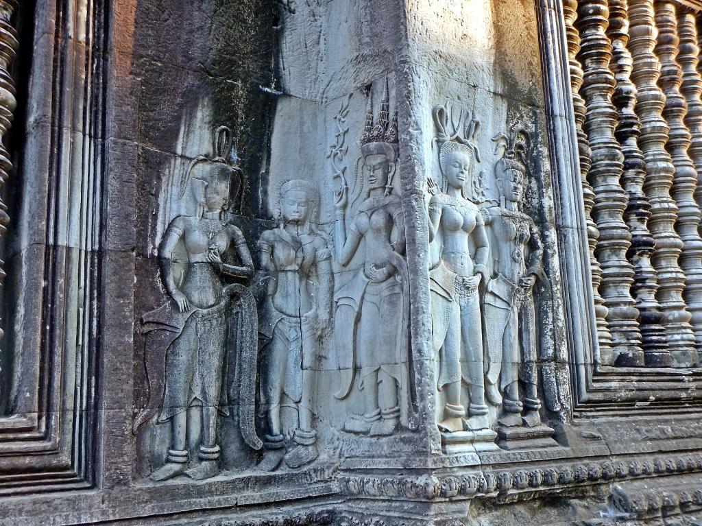 Devatas, Angkor Wat