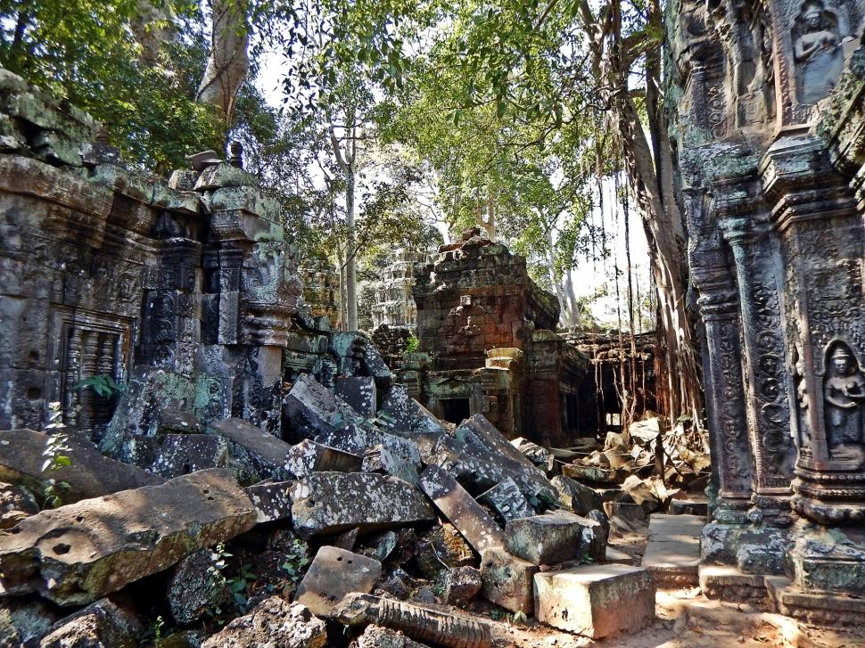 Crumbling walls, Ta Prohm