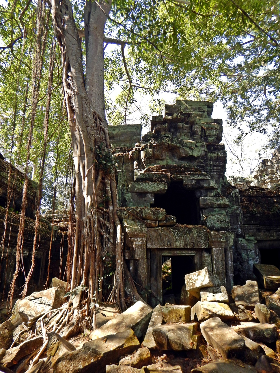 Crumbling walls, Ta Prohm
