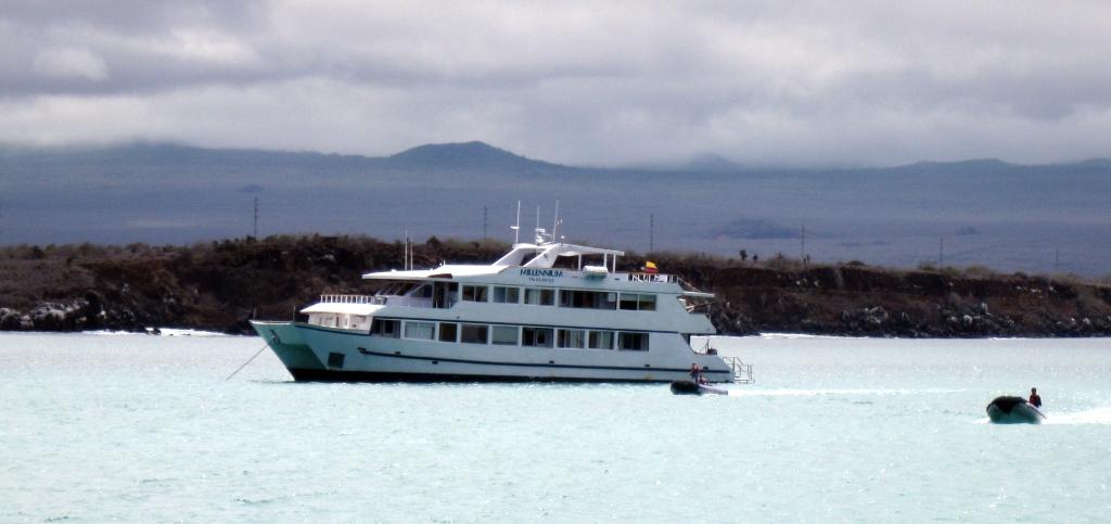 Cruise boat, Galapagos