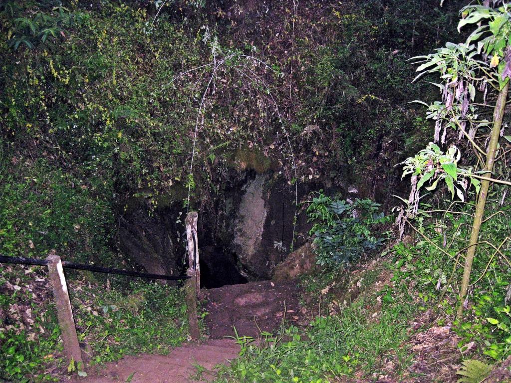Lava tunnel, Galapagos