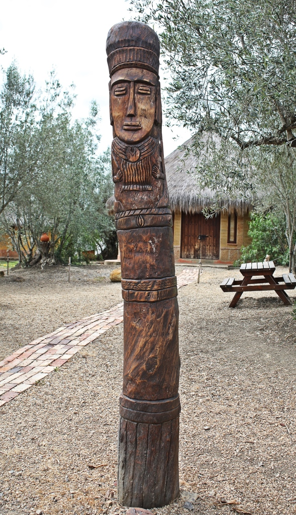 Muisca totem pole and replica hut