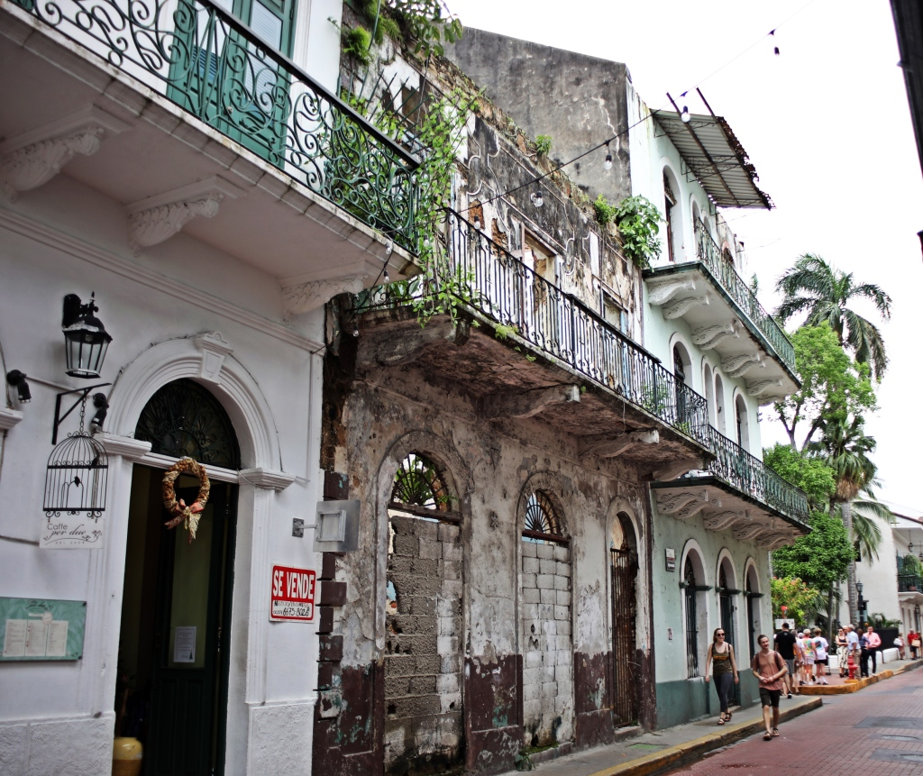 Refurbished and decaying buildings, Casco Viejo, Panama