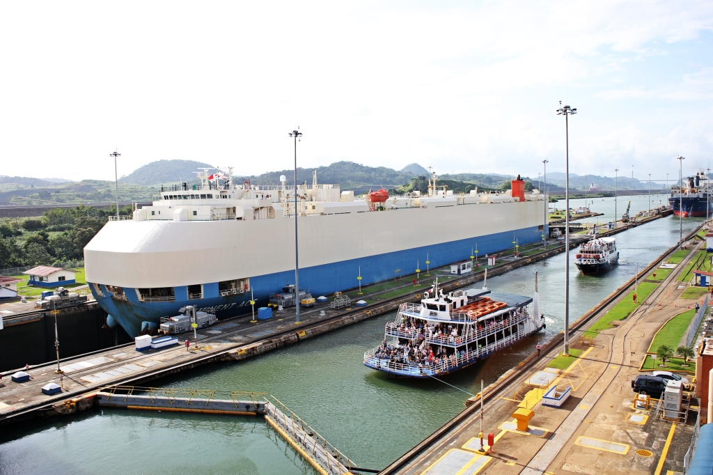 Ships in different water levels, Panama Canal