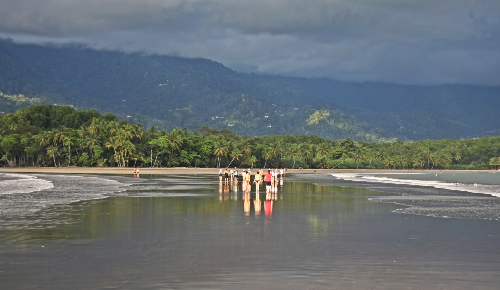 Low tide on Whale Tail sandbar, Ballena National Marine Park