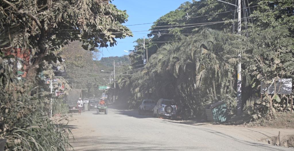 Dusty road, Santa Teresa