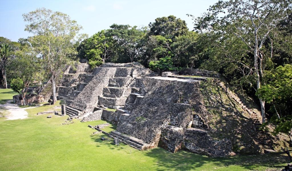 Pyramids, Xunantunich