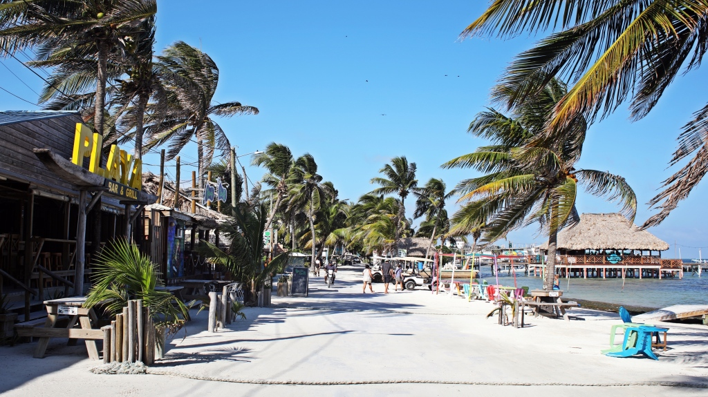 Sandy waterfront, Ambergris Caye