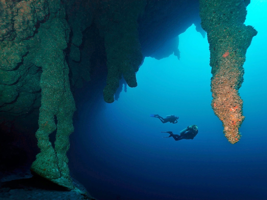 Divers, Great Blue Hole, Belize Courtesy internet