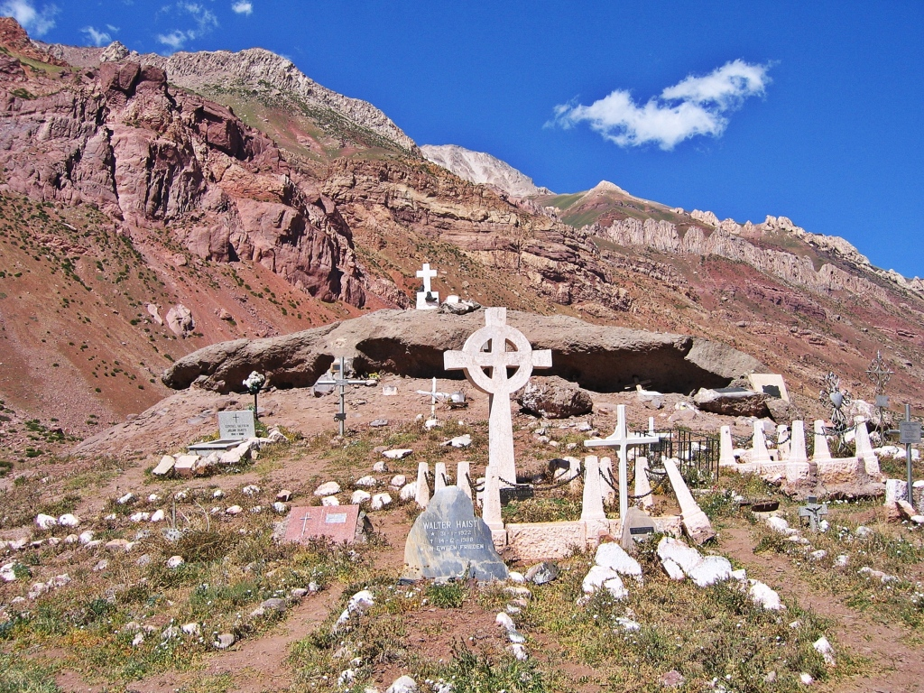 Memorial for fallen climbers, Puente del Inca