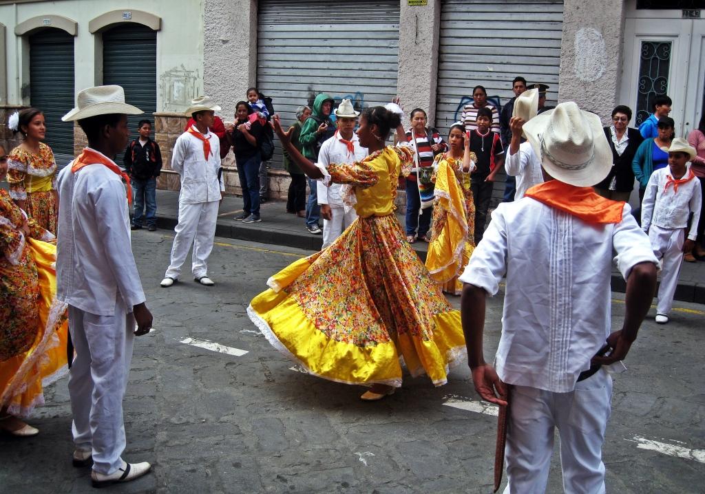 Pase del Niño parade, Cuenca