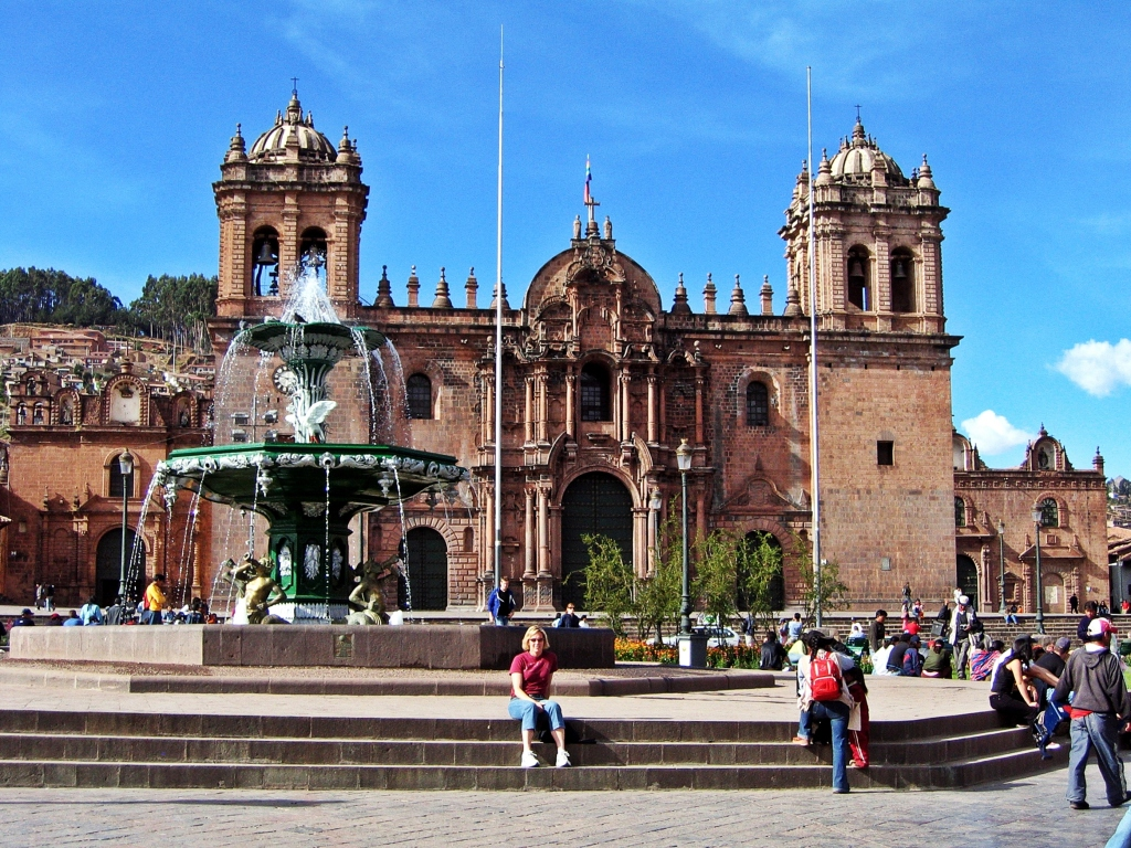 Fountain in front of La Catedral, Cusco