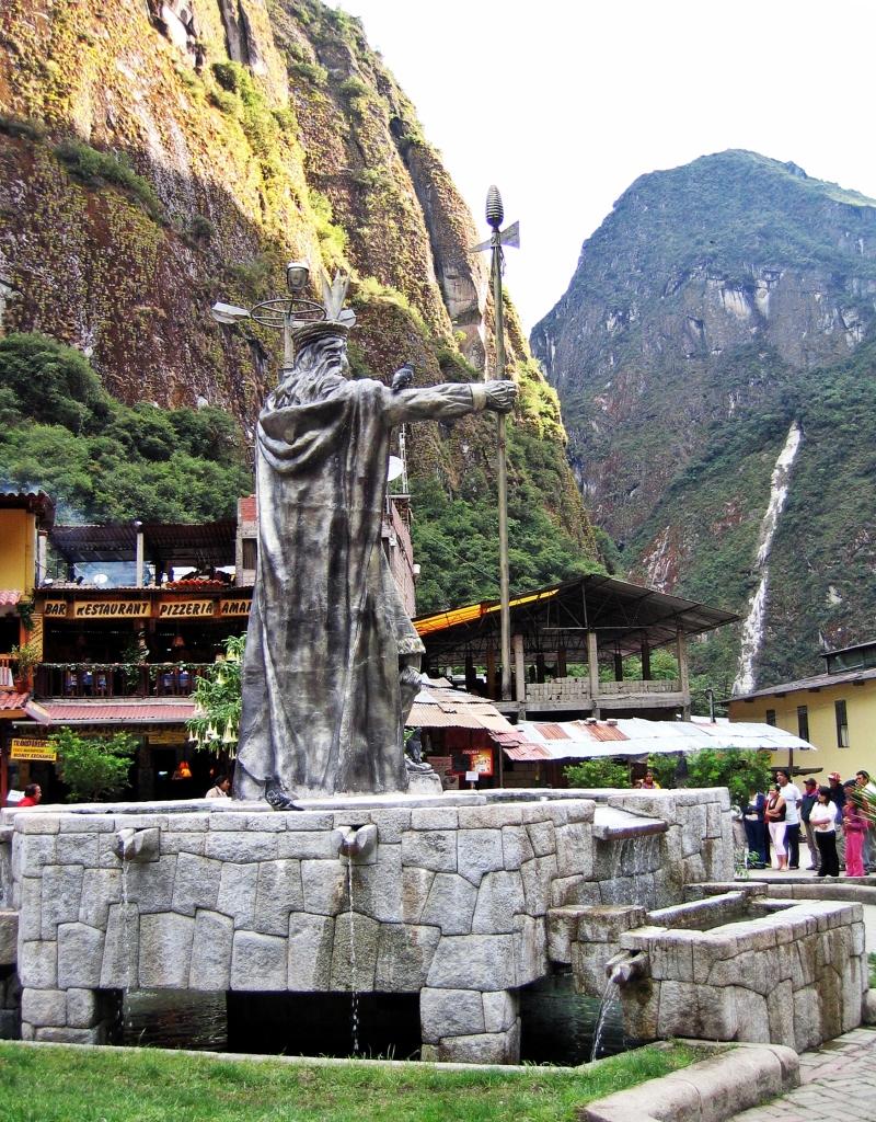 Statue of Pachacutec, Aguas Calientes