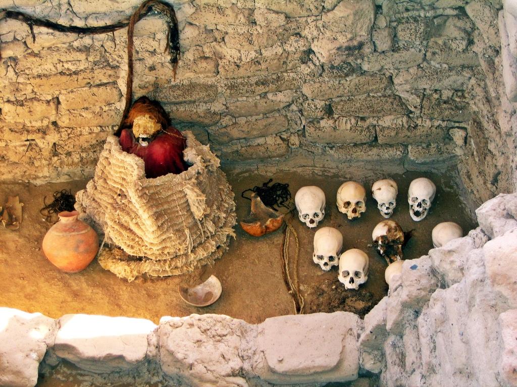 Mummy with skulls, Chauchilla Cemetery